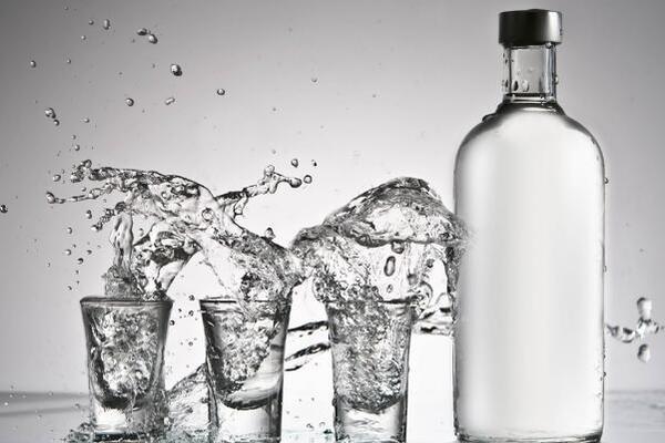 影响酒水行业展的因素有哪些